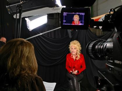 Interview with Dolly Parton at her Telethon, Smoky Mountains Rise, for Entertainment Tonight in December 2016